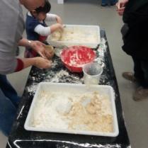 Preparant la massa de pa